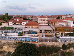 Touristenhäuser mit Liegestühlen auf den Terrassen in Afitos (marcoverch) Tags: afytos chalkidiki travel dji greek urlaub luftbildaufnahme luftaufnahme kassandra griechenland aerial aerialphotography mavicair digitalnomad afitos decentralizedadministrationof decentralizedadministrationofmacedoniaandthrace gr touristenhäuser liegestühlen terrassen noperson keineperson house haus reise architecture diearchitektur town stadt dorf water wasser building gebäude outdoors drausen city home zuhause roof dach seashore strand sky himmel traditional traditionell family familie sea meer tourism tourismus sight sicht vacation ferien urban städtisch naturephotography children deutschland leica stars brown 7dwf mist cars macromondays