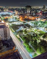 Macro Plaza Nocturna (Demodragon) Tags: monterrey méxico mexico nocturna longexposure largaexposicion lights uces luces cityscape paisaje urbano street ciudad macroplaza faro comercio laser nicovangelion