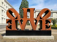 Imperial Love (Gertrud K.) Tags: berlin mitte sculptures love huaweimate9 robertindiana