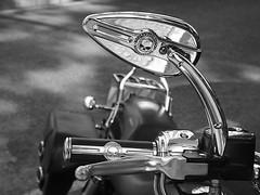 P6233864 (jryomismo) Tags: bn moto harlet negro blanco ruedas espejo retrovisormanillar joya