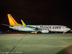 Pegasus Airlines TC-AVP HAJ at Night (U. Heinze) Tags: aircraft airlines airways haj hannoverlangenhagenairporthaj eddv planespotting airplane flugzeug plane olympus night