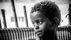 Retrato de niño, Danakil, Ethiopia (día 3) (pepoexpress - A few million thanks!) Tags: nikon nikkor d750 nikond75024120f4 nikond750 24120mmafs pepoexpress people portraits retratos bw children ethiopia danakil africa