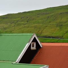 Red'n'green (and a bit of grey) (mikael_on_flickr) Tags: redngreen red rosso rouge rød rot green grøn grün grön vert verde grey gray grigio grau grå vagar føroyar færøerne faoreislands isolefaroe roofs tetti tage sandavágur