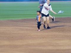 Big Lug and the Real Fast Kid 001(001) (mwlguide) Tags: midwestleague leagues lansinglugnuts baseball lansing michigan ballyard ballpark omd em1ii games bowlinggreenhotrods em1 4203 omdem1mkii olympus 2018 20180814hotrodslugnutsem1raw1184203