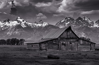 Moulton barn in B&W