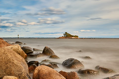 Blue sky (Cajofavi) Tags: sky sea water rocks longexposure kalmar sweden tjärhovet nd lighthouse