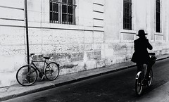 DSCF6024-Modifier (christiandumont) Tags: monochrome streetphotography streetphoto streetlife street blackandwhite bw noiretblanc nb x100f fujifilm bike