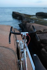 Between Day & Night (Shu-Sin) Tags: velo shusin randonneur bicycle bici bicicletta bike touring randonneuse chrome 650b rocks beach dusk water ocean sound