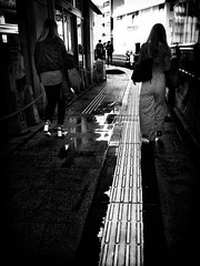 Street Fragments #416 - FUKUOKA Day and Night (Yoshi T. (kagirohi)) Tags: japan japanese fukuoka blackwhite bw street streetphotograph streetphotography alley fragment urban city cityscape snapshot ricoh gr ricohgr 日本 福岡 白黒 モノクローム モノクロ 路上 ストリート ストリートフォト 都市 風景 都市風景 スナップ スナップ写真 リコー 断片 blackandwhite monochrome depthoffield