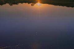 Sonnenuntergang am Baggersee bei Karlsruhe (MHikeBike) Tags: see landschaft abend sonnenuntergang sunset farbig himmel wasser boote büsche wald rheinebene rhein lake landscape eve coloured sky water