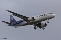 Airbus A320-214 - CC-BFD - Latam (Felipe Radrigán) Tags: avion plane airplane aerolinea lan latam tam puntaarenas santiago airbus chile a320 320214 ccbfd 25 runway pista spotter avgeek aviation airline airlines