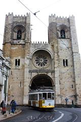 Lisboa (Photo - Pile) Tags: lisboa portugal color street building santamaria batiment architecture church église couleur jaune cloche ring