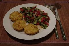 Persische Kartoffelomelette zu persischem Tomaten-Gurkensalat (multipel_bleiben) Tags: essen salat tomaten gurken vegetarisch kartoffeln auflauf muffin herzhaft sommer