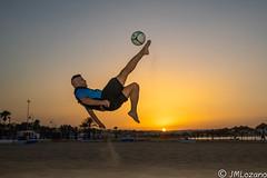 Me gusta el futbol (EXPLORE) (josmanmelilla) Tags: melilla atardecer deportes futbol playas playa españa pwmelilla flickphotowalk pwdmelilla pwdemelilla sony