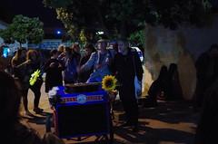 Coruña by night - Despedida de la Insumisa. (Dirk Bontenbal) Tags: coruña flashapagado galicia handheld k50 lacoruña leaves musica music nightphotography noflash notripod noche night pentax people urban urbano protestas protest