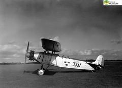 tm_4762 - Malmslätt, Östergötland 1942 (Tidaholms Museum) Tags: svartvit positiv fordon 1942 militärflygplan malmslätt östergötland soldat