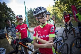 Karostā velocienītāji apgūst MTB braukšanas prasmes