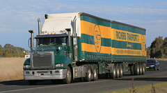 4 Commoners on the HUME (1/4) (Jungle Jack Movements (ferroequinologist)) Tags: richers transport mack green yellow lindsay brothers red greenfreight kenworth albury border express hume highway wagga olympic way junction tandem drive triaxle lime white hp horsepower big rig haul haulage freight cabover trucker carry delivery bulk lorry hgv wagon road nose semi trailer deliver cargo interstate vehicle load freighter ship move motor engine power teamster truck tractor prime mover diesel driver cab loud rumble wheel exhaust double b grunt nsw new south wales victoria