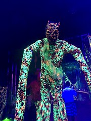 Blacklight Creature at Midsummer Scream (JacksonSha) Tags: 2018 six flags fright fest midsummer scream blacklight scary creature stilts camouflage creepy halloween horror