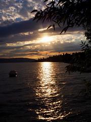 Abendsonne am Bodensee (Meine Sicht auf diese Welt...) Tags: sonnenstrahlen himmel 1442 zuiko olympus view stimmung clouds wolken sunset sonnenuntergang boot see wasser bodensee