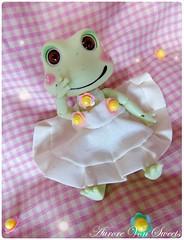 Robe à boutons fleuris pour Doll Family frog (AuroreVonSweetsDolls) Tags: dress balljointeddoll clothes dollclothes bjdclothes dollclothing bjdclothing abjd handmade frog flowers