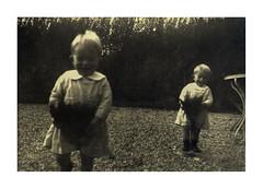 gemelli a Vicenza - 9 novembre 1936 (dindolina) Tags: italy italia veneto vicenza garden giardino 1936 1930s annitrenta thirties vintage family famiglia vignato gemelli twins