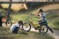 . (brave22222) Tags: 135mmf18za child kid boy twins bicycle park