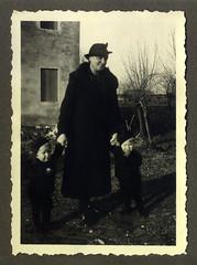 i gemelli Vignato - dicembre 1936 (dindolina) Tags: italy italia veneto family famiglia vignato history storia gemelli twins 1936 1930s annitrenta thirties vintage