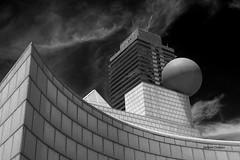 Villaggio globale (stefano.chiarato) Tags: geometria sfera palazzi building architettura equilibrio vilaaggio bianco nero bw barcelona espana pentax pentaxk70 pentaxlife