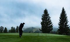 golf in the misty weather in Tahko Golf (VisitLakeland) Tags: finland lakeland summer tahko golf green kesä lyönti mist pelaaja sumu tahkogolf zippi