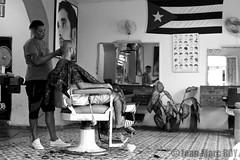 Cuba - Trinidad (jmroyphoto) Tags: coiffeur cuba homme jmroyphoto nb noiretblanc portrait rue street trinidad