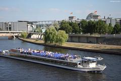 La Spree à Berlin (philippeguillot21) Tags: promenade spree berlin deutschland moabit allemagne europe capitale pixelistes canon passager people gens
