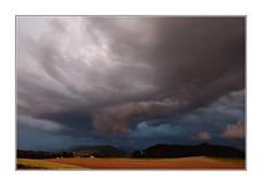 Le ciel me tombe sur la tête / Oron-la-Ville - Suisse (PtiteArvine) Tags: oronlaville suisse romandie orage ciel tempête nuages campagne champs
