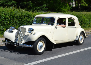 A post 1952 Citroën Traction Avant at Maisons-Laffitte on 2018-05-27