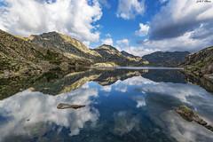 Estany Tort (2) (sostingut) Tags: llacspirineus nikon d750 tamron haida reflejo lago cordillera pirineos ladera rocas luces sombras