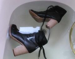 DSC_0388 (wmicha4) Tags: schuhe heels nass wet nasseschuhe wetlook wetshoes soked soak getwet