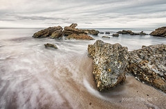 un dia gris (Josep M.Toset) Tags: aigua baixcamp d800 catalunya mar mediterrani matinada josepmtoset núvols nikon paisatges pedres roques onades sortidadesol sorra lucroit hitech nikon140240mmf28
