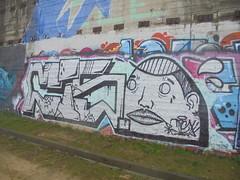 319 (en-ri) Tags: ciso bianco nero gocce arrow torino wall muro graffiti writing parco dora testa head ragazzo boy
