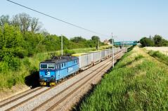 12 kamiónov vs. 1 vlak (Nikis182) Tags: 363029 čdc pouzdřany nikis182 škoda electric locomotive freight train vlak