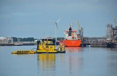 Hebocat 9 en Elsa Essberger (Hugo Sluimer) Tags: portofrotterdam port rotterdam zuidholland nederland holland haven nlrtm onzehaven