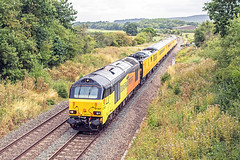 67027 near Witham Friary (Glen Batten) Tags: frome somerset railbunnslane 67027 colas 1z22