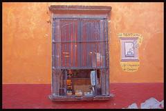 La Ventana (ibarenogaray) Tags: san miguel allende guanajuato méxico tienda café orgánico chiapas ventana mostrador escaparate