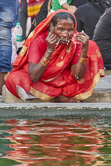 Jama Masjid, Delhi - India (Joao Eduardo Figueiredo) Tags: jama masjid delhi india muslim worship religion nikon nikond850 joaofigueiredo joaoeduardofigueiredo jamamasjid mosque ablution ritual purification water woman
