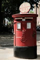 Royal Mail post box, Lincoln's Inn, London. (Final Approach) Tags: letterbox postbox royalmail lincolnsinn holborn london red fujifilmclassicchromesimulation