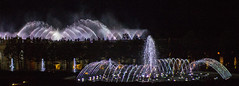 Longwood Aug 9 2018-6 (Chimmih) Tags: red illuminated fountains longwood