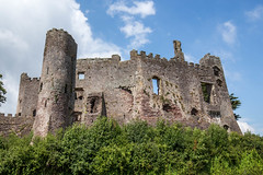 Laugharne Castle in the sun (SKAC32) Tags: bluesky laugharne westwales talacharn csrmarthenshire laugharnecastle