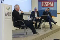 """João Gabriel, Caio Túlio e Luiz Henrique discutindo """"A cultura das métricas como conhecer sua audiência""""."""