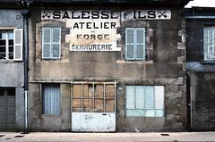 (Jean-Luc Léopoldi) Tags: moche façade province vieilleville fermé nobody decay décrépi