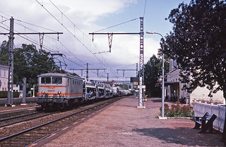 SNCF BB8198 leading a Dijon-Lyon freight past Chagny gare on 24July1991