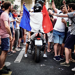 Finale de la coupe du monde de foot 2018, Paris, France (July 2018) (Guill_B) Tags: vacances holidays semester vacations été sommar summer europe france fr fra frankrike îledefrance fridf paris capitale évènement event coupedumondedefoot2018 fifaworldcup2018 russie championdumonde worldchampion fête party fêtepopulaire objet object drapeau flag drapeaufrançais frenchflag fêtenationale nationalday marseillaise sport football soccer